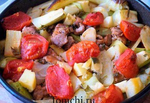 Овощное рагу с мясом в духовке